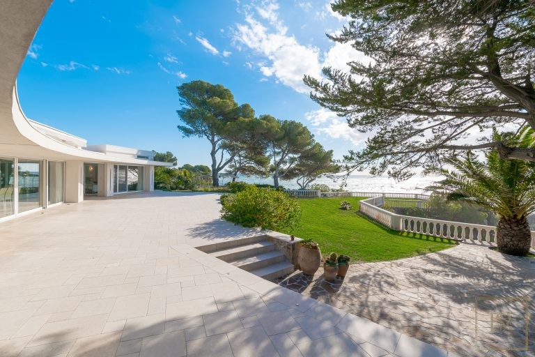 Ultra luxury properties Anthéor France for sale French riviera