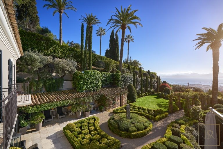 For super rich ultra luxury Villa Cannes France for sale French riviera