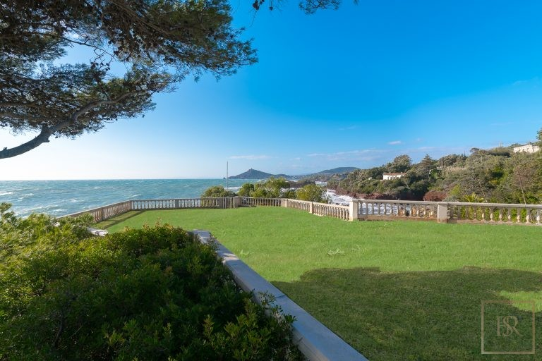 For super rich villa Anthéor France for sale French riviera