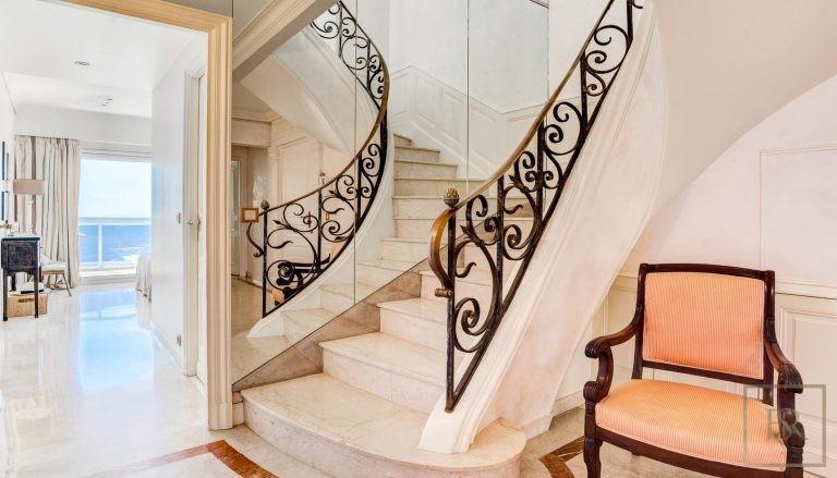 For super rich luxury villa Monte-Carlo Monaco for sale