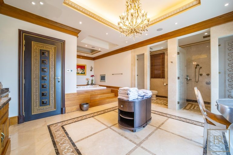 Villa Palatial Emirates Hills - Dubai, UAE Classified ads for sale For Super Rich