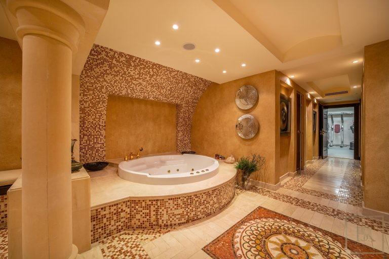 Villa Palatial Emirates Hills - Dubai, UAE top for sale For Super Rich