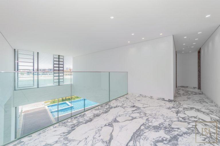 Villa Signature Beachfront Palm Jumeirah - Dubai, UAE property for sale For Super Rich
