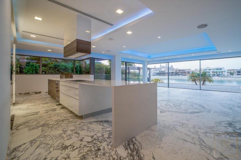 Villa Signature Beachfront Palm Jumeirah - Dubai, UAE value for sale For Super Rich