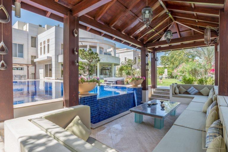 For super rich real estate Dubai UAE for sale