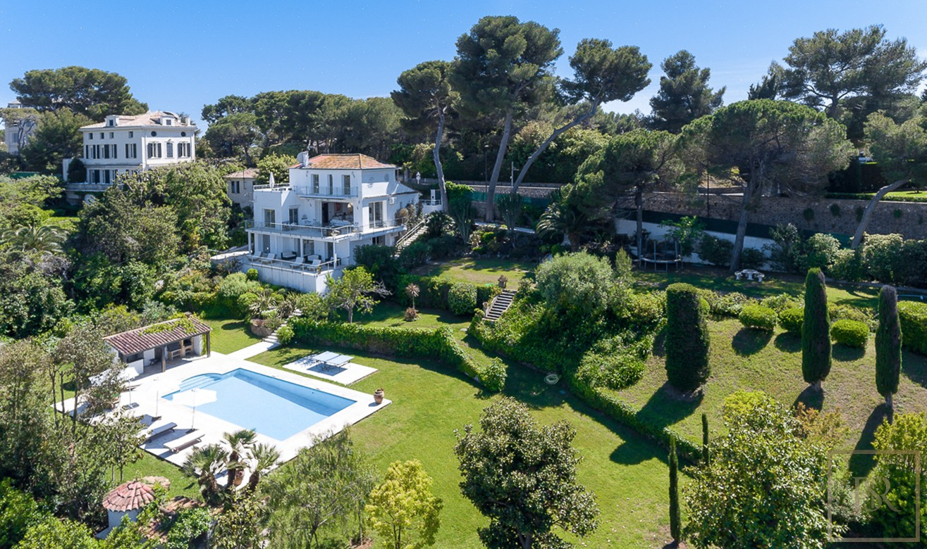 For super rich ultra luxury real estate properties homes, most expensive houses, buy unique penthouse apartment and ultimate villa in Cap d'Antibes France for sale French riviera