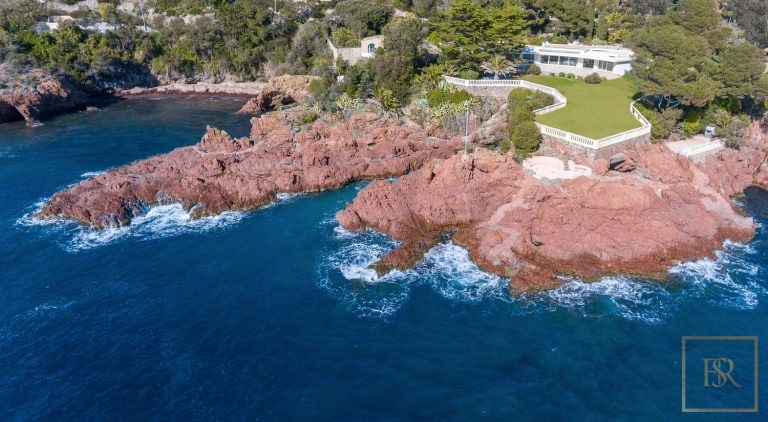 For super rich luxury villa Anthéor France for sale French riviera
