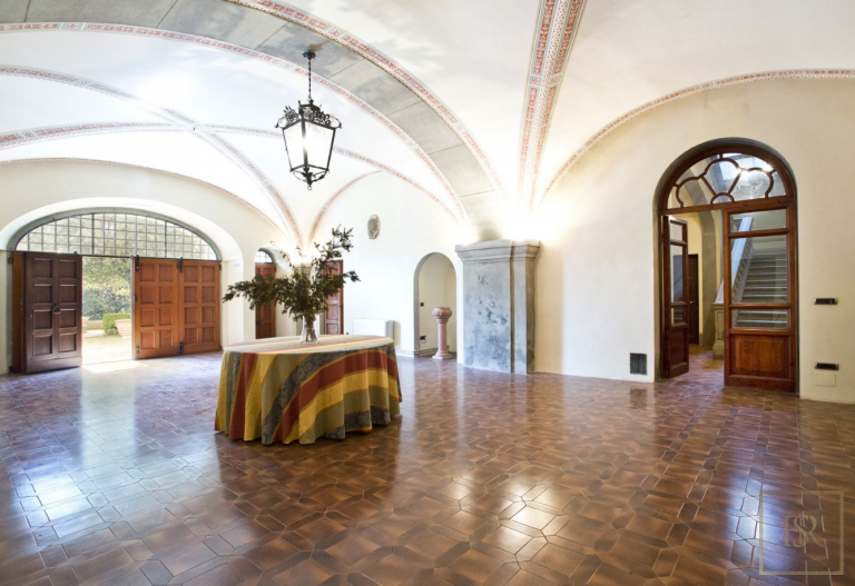 1427 Castle Tuscany - Florence, Italy ultra luxury for sale For Super Rich