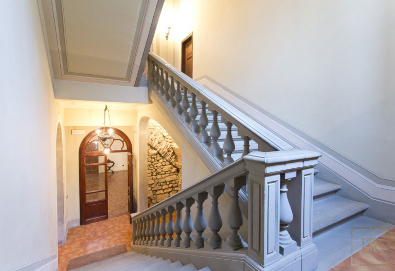 1427 Castle Tuscany - Florence, Italy exclusive for sale For Super Rich