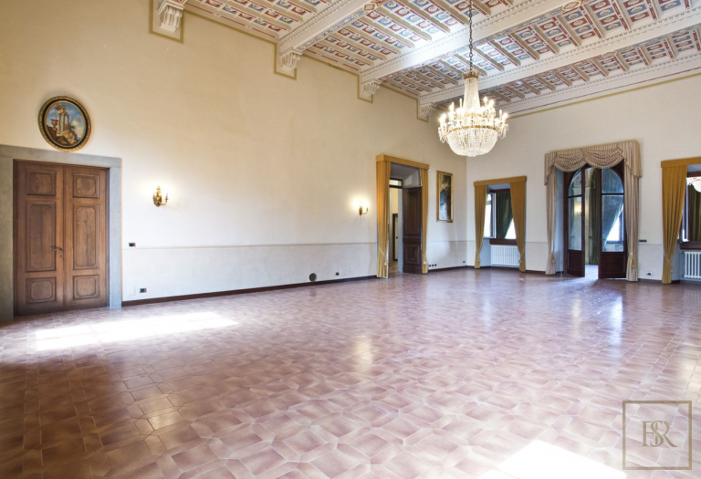 1427 Castle Tuscany - Florence, Italy image for sale For Super Rich