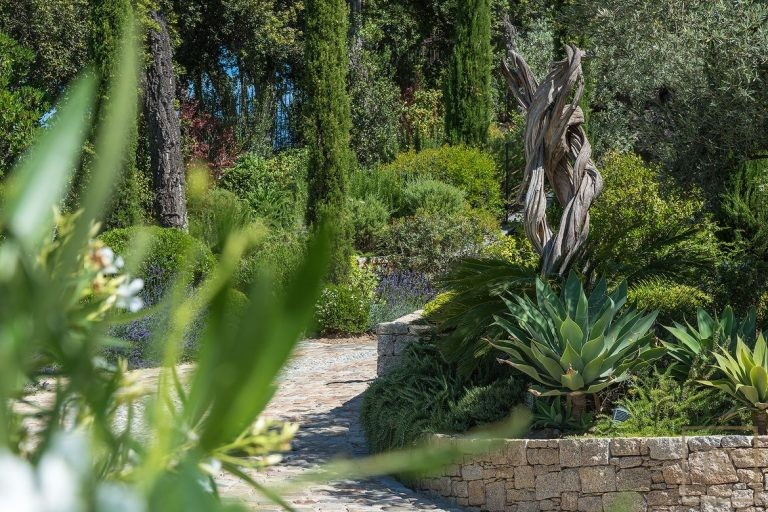 For super rich rent ultra luxury villa Grimaud France for rent holiday French riviera