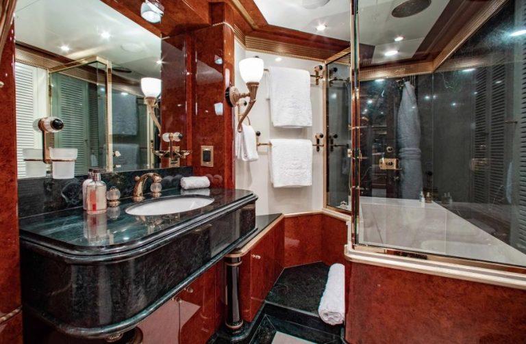 2010 Benetti AQUARIUM 203 Feets motor yacht for sale For Super Rich