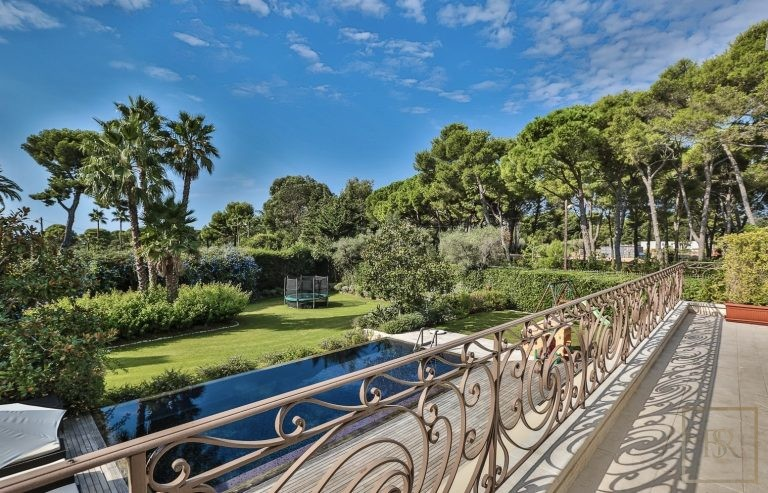 For super rich luxury villa Cap d'Antibes France for sale French riviera