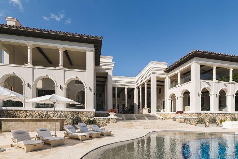 For super rich villa Miami USA for sale