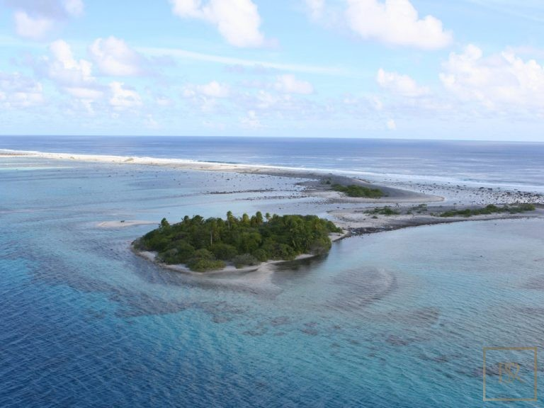 Ultra luxury house Tuamotu Atoll Paradise with Private Airstrip French Polynesia for sale
