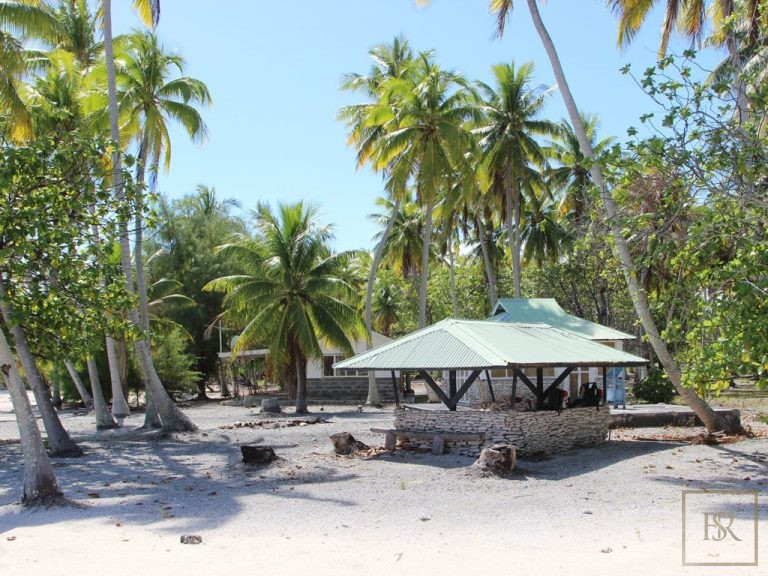 Ultra luxury property Tuamotu Atoll Paradise with Private Airstrip French Polynesia for sale