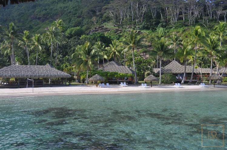For super rich ultra luxury Villa Huahine French Polynesia for sale