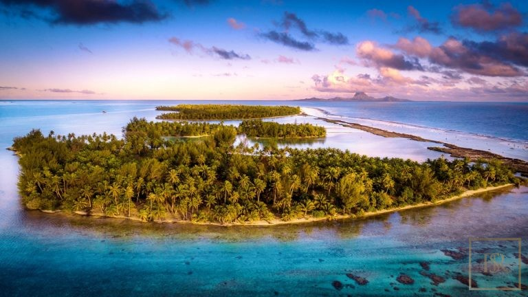 For super rich very expensive villas Taha'a Motu Moie French Polynesia for sale