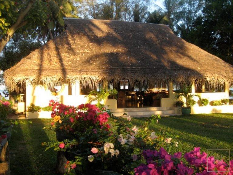 For super rich luxury villa Taha'a Motu Moie French Polynesia for sale