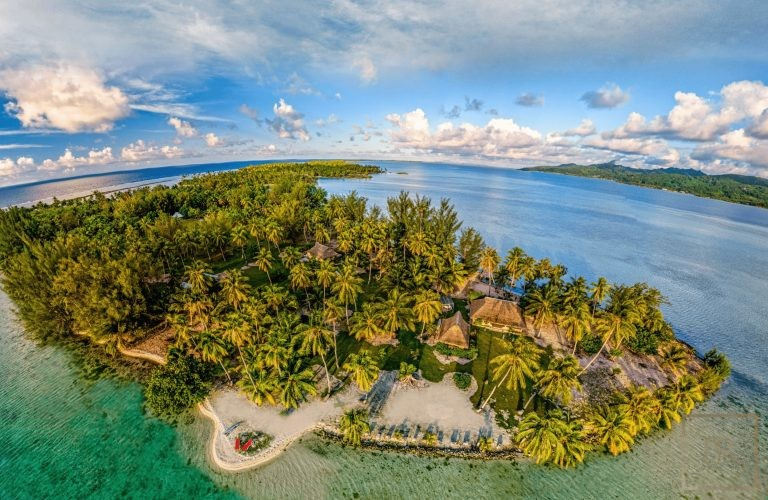 For super rich villa Taha'a Motu Moie French Polynesia for sale