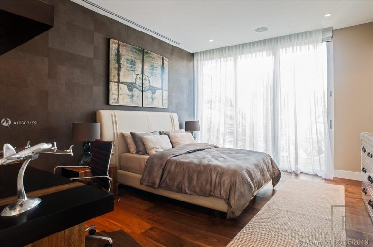 For super rich luxury real estate Miami Beach USA for sale