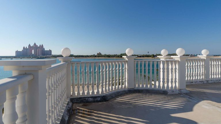 Villa Exclusive - Palm Jumeirah, Dubai, UAE available for sale For Super Rich