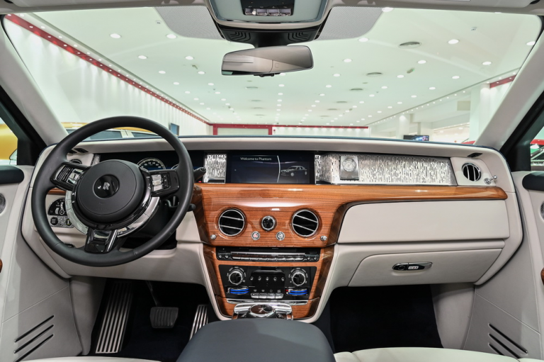 2020 Rolls-Royce CULLINAN supercar for sale For Super Rich