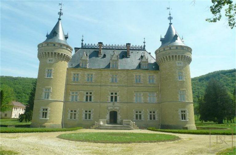 French Castle XIV Century - Near Geneva, Area Franche-Comté Used for sale For Super Rich
