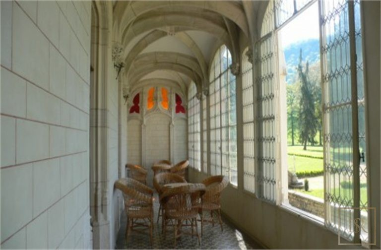 French Castle XIV Century - Near Geneva, Area Franche-Comté ultra luxury for sale For Super Rich