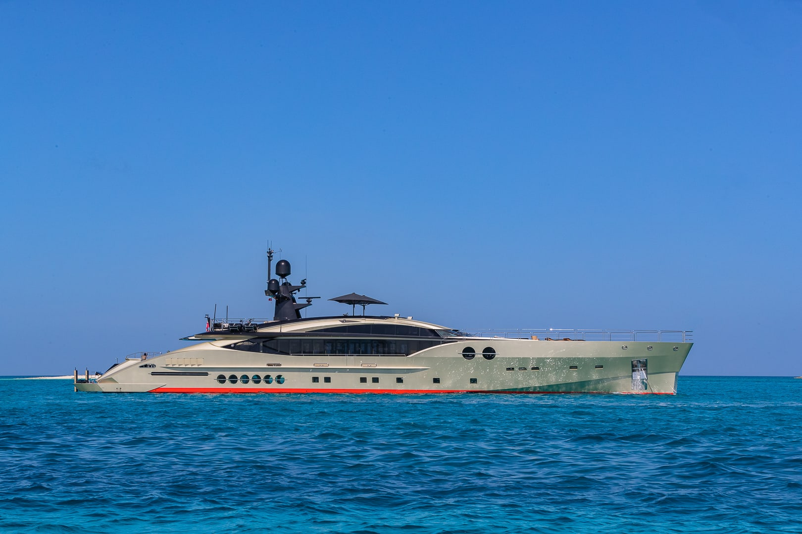 PALMER JOHNSON DB9 52 Meters charter rental For Super Rich